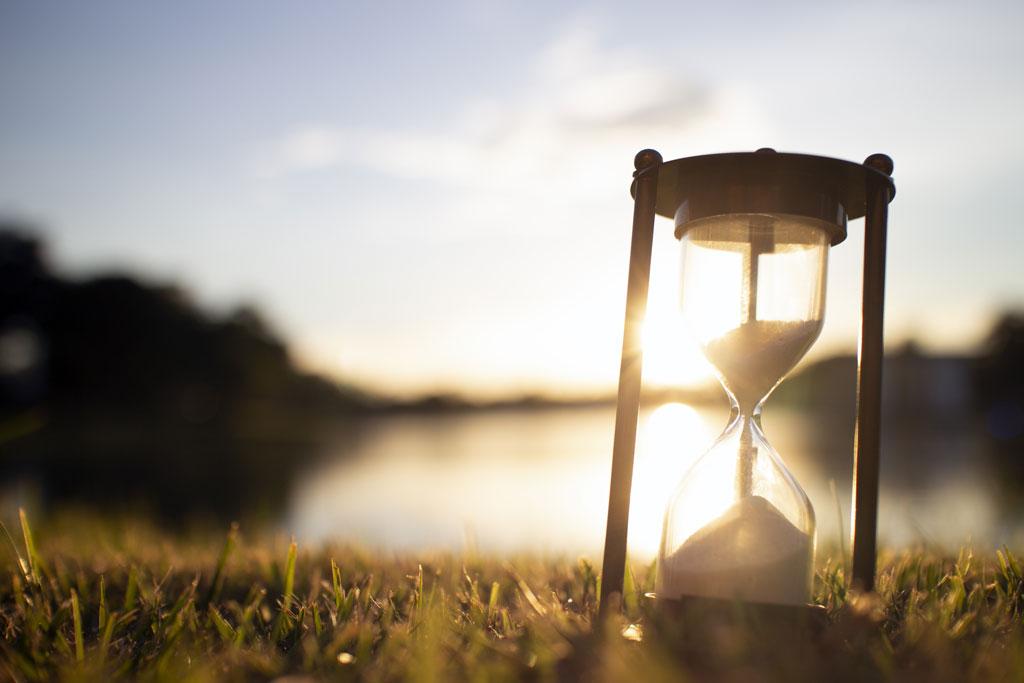 Rheuma Akademie Hourglass in the dawn time