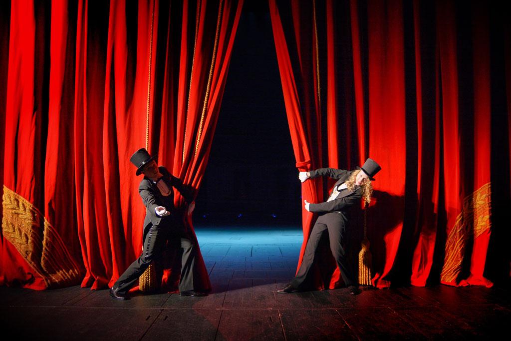 Rheuma Akademie Actors in tuxedos and hats